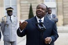 <p>Gabon's President Ali Ben Bongo speaks to the media in the courtyard at the Elysee Palace in Paris November 20, 2009 following a meeting with France's President Nicolas Sarkozy. REUTERS/Gonzalo Fuentes</p>