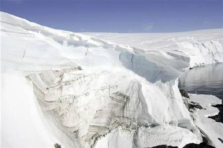 Landsend on the coast of Cape Denison in Antarctica December 14, 2009. REUTERS/Pauline Askin/Files
