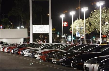 Cars for sale are lined up at a Ford dealership in North Hills, California March 3, 2009. REUTERS/Mario Anzuoni