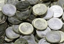 <p>One Euro coins are pictured after being minted at the Austrian national mint in Vienna April 8, 2009. REUTERS/Leonhard Foeger</p>