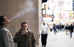 <p>A pair of smokers stand outside of an office building in the Times Square region of New York April 1, 2009. REUTERS/Lucas Jackson</p>