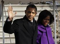 <p>U.S. President Barack Obama and first lady Michelle Obama walk to Marine One at the White House in Washington, January 12, 2011. REUTERS/Jason Reed</p>