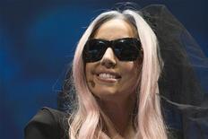 <p>A cantora Lady Gaga cantará seu novo single na entrega dos prêmios Grammy, no domingo. 06/01/2011 REUTERS/Steve Marcus</p>