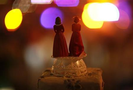 Two bride figurines are seen during a rally in response to the California Supreme Court's ruling regarding Proposition 8 in Hollywood, California May 26, 2009. REUTERS/Mario Anzuoni
