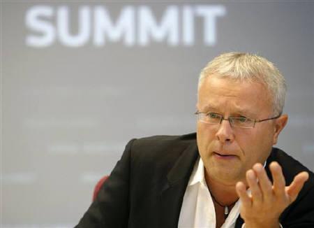 Billionaire Alexander Lebedev talks to Reuters in Moscow September 14, 2009. REUTERS/Denis Sinyakov/Files