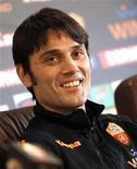 <p>Novo treinador da Vincenzo Montella em coletiva de impresa em Trigoria, centro de treinamento da Roma, em 22 de fevereiro de 2011. REUTERS/Tony Gentile</p>