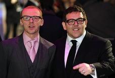 """<p>Foto de archivo de los actores Simon Pegg (izquierda en la imagen) y Nick Frost durante el estreno de la cinta """"Paul"""" en Londres, feb 7 2011. Simon Pegg y Nick Frost encabezaron la taquilla británica durante el fin de semana con """"Paul"""", su primera reunión cinematográfica tras el éxito del 2007 """"Hot Fuzz"""". REUTERS/Paul Hackett</p>"""