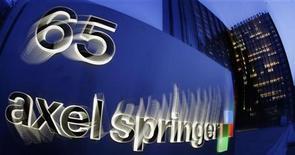 <p>Le groupe de presse allemand Axel Springer a réussi son offre publique d'achat (OPA) sur Seloger.com et contrôle à présent près de 75% du capital du groupe de petites annonces immobilières sur internet, selon l'Autorité des marchés financiers (AMF). /Photo d'archives/REUTERS/Hannibal Hanschke</p>