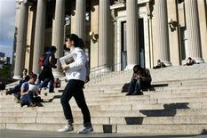 <p>A student walks across the campus of Columbia University in New York, October 5, 2009. REUTERS/Mike Segar</p>