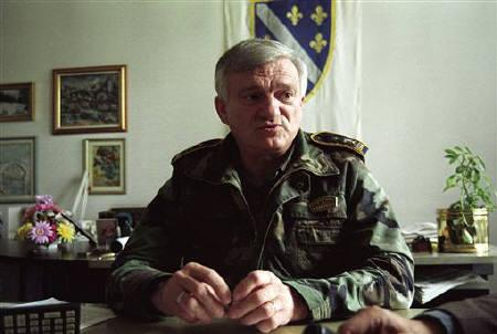 Bosnian army General Jovan Divjak speaks during an interview with Reuters in his office in Sarajevo in this September 1995 file photo. Austria will not extradite to Serbia Divjak who was arrested last week on a Serbian warrant demanding he face war crimes charges, the foreign ministry said on Monday. REUTERS/Danilo Krsanovic/Files