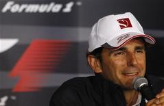 <p>O espanhol Pedro de la Rosa fala em coletiva de imprensa no Circuito de Spa Francorchamps, Bélgica, em agosto de 2010. O piloto está de volta à McLaren como piloto de testes e reserva. 26/08/2010 REUTERS/Stefan Wermuth</p>