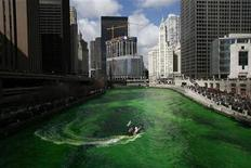 <p>A boat dyes the Chicago River green in celebration of St. Patrick's Day in Chicago March 17, 2007. REUTERS/John Gress</p>