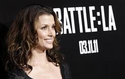 """<p>Bridget Moynahan, do elenco do filme """"Battle: Los Angeles"""" na estréia do filme no teatro Regency Village, em Los Angeles. O filme estreou dia 11 de março e já lidera bilheteria nos Estados Unidos. 8/03/2011 REUTERS/Mario Anzuoni</p>"""