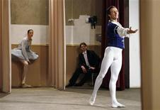 <p>A soloist of the Bolshoi Theatre troupe Yan Godovsky (R) performs at an orphanage during a charity concert while others wait, in the Russian town of Sapozhok, 300 km (186 miles) south-east of Moscow, May 12, 2008. REUTERS/Denis Sinyakov</p>