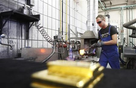 A worker casts a gold bar of melted gold granules at the Austrian Gold and Silver Separating Plant 'Oegussa' in Vienna February 28, 2011. REUTERS/Lisi Niesner