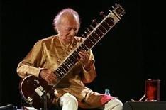 <p>Indian sitar player Ravi Shankar performs in the eastern Indian city of Kolkata February 7, 2009. REUTERS/Jayanta Shaw</p>