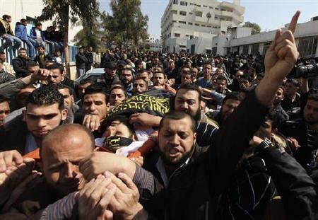 Palestinians carry the body of Islamic Jihad militant Mohammed Al-Harazen during his funeral in Gaza City March 23, 2011. REUTERS/Mohammed Salem