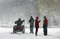 <p>Neighbors gather to talk about the weather in the River Road neighborhood along the Red River of the North, as snow continues with a forecast of winds and blizzard conditions on the southside of Fargo, North Dakota March 31, 2009. REUTERS/Allen Fredrickson</p>