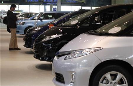 A visitor looks at Toyota Motor's vehicles at the company's showroom in Tokyo February 8, 2011. REUTERS/Toru Hanai