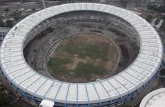 <p>Vista aérea das reformas do estádio do Maracanã, no Rio de Janeiro. 03/03/2011 REUTERS/Ricardo Moraes</p>