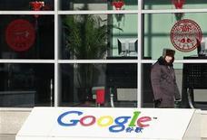<p>Imagen de archivo de la sede de Google en Pekín. ene 12 2011. Autoridades chinas descubrieron que tres compañías vinculadas con Google Inc violaron leyes tributarias y están investigando posibles evasiones, reportó un diario estatal chino el jueves, aumentando el riesgo de nuevas presiones sobre el gigante de búsquedas en internet. REUTERS/Christina Hu/Archivo</p>