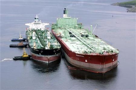 An oil tanker (R) is being pushed towards a storage tanker at the Belokamenka Oil Terminal in Kolsky Bay, on the Barents Sea, near the Russian port city of Murmansk in this June 19, 2006 file photo. Statoil's half-a-billion barrel oil find in the Barents Sea will shift Norway's oil industry away from the North Sea and toward the Arctic -- a harsh region where costs and technical challenges mount. REUTERS/File