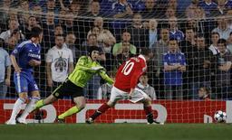 <p>Wayne Rooney marca o gol do Manchester United na vitória por 1 x 0 sobre o Chelsea na Liga dos Campeões, em Londres. 06/04/2011 REUTERS/Stefan Wermuth</p>