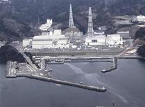 """<p>АЭС """"Онагава"""" в префектуре Мияги, 8 апреля 2011 года. Новые сильные толчки в Японии привели к утечке воды из бассейнов с отработанными топливными стержнями на АЭС """"Онагава"""", расположенной на пытающемся оправиться от мартовского удара стихии северо-востоке страны, сообщил оператор станции Tohoku Electric Power в пятницу. REUTERS/Yomiuri Shimbun</p>"""