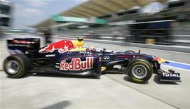 <p>Piloto da Red Bull Mark Webber no treino livre para o GP da Malásia. Webber ditou o ritmo nos treinos livres nesta sexta-feira, fazendo o melhor tempo nas duas baterias no tórrido circuito de Sepang. 08/04/2011 REUTERS/Samsul Said</p>