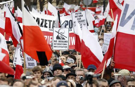 People take part in a demonstration outside the Presidential Palace in Warsaw, April 10, 2011, as they commemorate the first anniversary of the crash of the presidential plane at Smolensk airport during which everyone on board was killed, including Poland's then President Lech Kaczynski and his wife Maria. REUTERS/Kacper Pempel