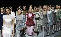 <p>Models present creations by Russian designer Maria Rybalchenko during fashion week in Moscow, April 1, 2011. REUTERS/Sergei Karpukhin</p>