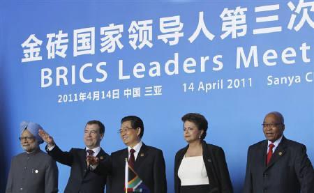 4月14日、BRICSの首脳は、中国・海南島での会合後に共同声明を発表し、ドル中心の国際通貨秩序の見直しを呼び掛けた。代表撮影(2011年 ロイター)