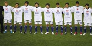 <p>Члены сборной Японии по футболу на стадионе в Осаке, 29 марта 2011 года. Сборная Японии примет участие в розыгрыше Кубка Америки в 2011 году, сообщил генеральный секретарь Японской футбольной федерации (JFA) Кодзо Тасима. REUTERS/Toru Hanai</p>
