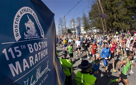 Runners participate in the 115th running of the Boston Marathon in Hopkinton, Massachusetts April 18, 2010. REUTERS/Dominick Reuter
