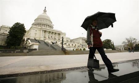 4月20日、JPモルガンは、米連邦債務上限の引き上げが遅れれば、各市場に広範な被害が及び経済成長が阻害されるとの見通しを示した。ワシントンの連邦議会議事堂で8日撮影(2011年 ロイター/Kevin Lamarque)