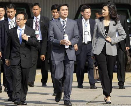Thailand's Prime Minister Abhisit Vejjajiva (C) arrives with his staff for the cabinet meeting at the 11th Infantry Regiment army base in Bangkok April 20, 2010.  REUTERS/Stringer/Files