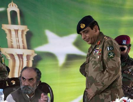 Pakistani Army Chief Ashfaq Parvez Kayani (R) attends an inaugural ceremony of a technical training center in Gwadar, Balochistan Province April 18, 2011. REUTERS/Faisal Mahmood/Files