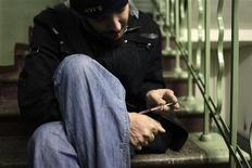 <p>Наркоман вкалывает героин в Москве, 14 ноября 2010 года. Российские власти в четверг обнародовали планы заимствования у Запада практики медицинского воздействия на лиц, совершивших преступления под влиянием наркозависимости или караемого законом полового влечения к детям. REUTERS/Diana Markosian</p>