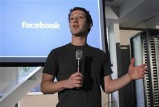<p>Le patron de Facebook, Mark Zuckerberg. La croissance du réseau social est supérieure aux prévisions effectuées il y a quelques mois, le groupe étant sur le point de dépasser les deux milliards de dollars de résultat brut d'exploitation (EBITDA) en 2011, selon le Wall Street Journal. /Photo prise le 7 avril 2011/REUTERS/Norbert von der Groeben</p>