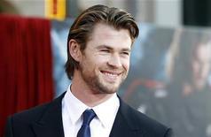 """<p>Chris Hemsworth, novato australiano que atua como o filho de Odin em """"Thor"""", durante estreia do filme na Califórnia em 2 de maio de 2011. 02/05/2011 REUTERS/Mario Anzuoni</p>"""