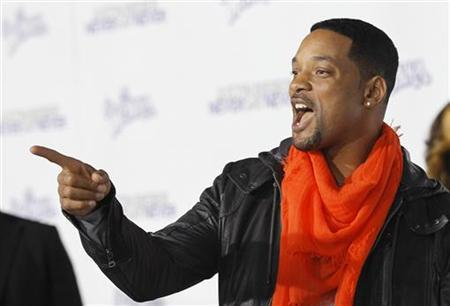 Actor Will Smith gestures in Los Angeles in this February 8, 2011 file photo. REUTERS/Mario Anzuoni