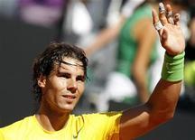 Rafael Nadal comemora vitória contra Marin Cilic no Masters de Roma. Nadal garantiu sua permanência como tenista número um do mundo até pelo menos o Aberto da França com uma vitória por 6-1 e 6-3 sobre o croata nas quartas de final do torneio. 13/05/2011  REUTERS/Alessia Pierdomenico