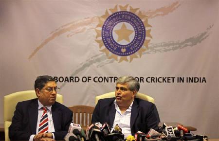 Shashank Manohar, President of Board of Control for Cricket in India (BCCI), speaks as BCCI Secretary N Srinivasan (L) in Mumbai April 26, 2010.  REUTERS/Arko Datta/Files