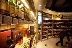 <p>Bottles of whiskey are displayed at a supermarket in Shanghai March 9, 2011. REUTERS/Aly Song</p>