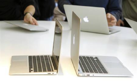 5月17日、インターネットセキュリティーの専門家によると、米アップル「Mac(マック)」を狙った偽のアンチウイルスプログラムが見つかった。写真は超薄型ノートパソコン「MacBook Air(マックブック・エア)」。カリフォルニア州で昨年10月撮影(2011年 ロイター/Norbert von der Groeben)
