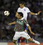 Atacante Fred, do Fluminense, disputa jogo da Copa Libertadores contra o Nacional, do Uruguai. 06/04/2011 REUTERS/Andres Stapff