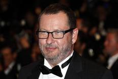 O cineasta Lars Von Trier chega ao tapete vermelho para a exibição do filme Melancolia na 64a edição do Festival de Cannes, em 18 de abril de 2011. Von Trier afirmou ter ficado chocado com sua expulsão do Festival deste ano.  18/05/2011  REUTERS/Eric Gaillard