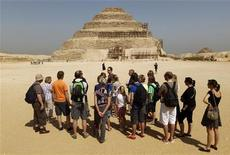 <p>A group of Dutch tourists listen to a guide near the Djoser's step pyramid in Saqqara, outside of Cairo March 5, 2011. REUTERS/Peter Andrews</p>