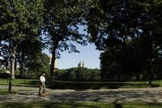 <p>A man walks his dog through Central Park in New York August 27, 2010. REUTERS/Lucas Jackson</p>