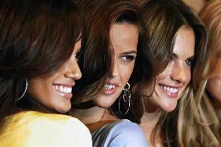 Victoria's Secret models (L-R) Selita Ebanks, Izabel Goulart and Alessandra Ambrosio pose for photographers during an appearance at the store in New York February 28, 2007. REUTERS/Brendan McDermid